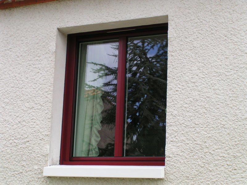 Fenêtre aluminium rouge bordeau