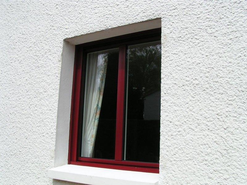 Fenêtre alu rouge bordeau