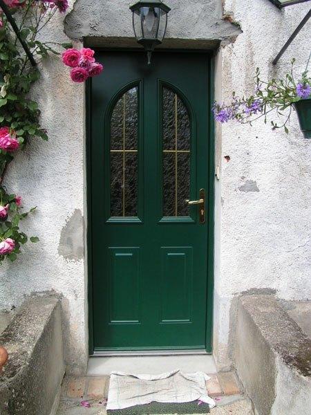 porte d'entrée verte foncée