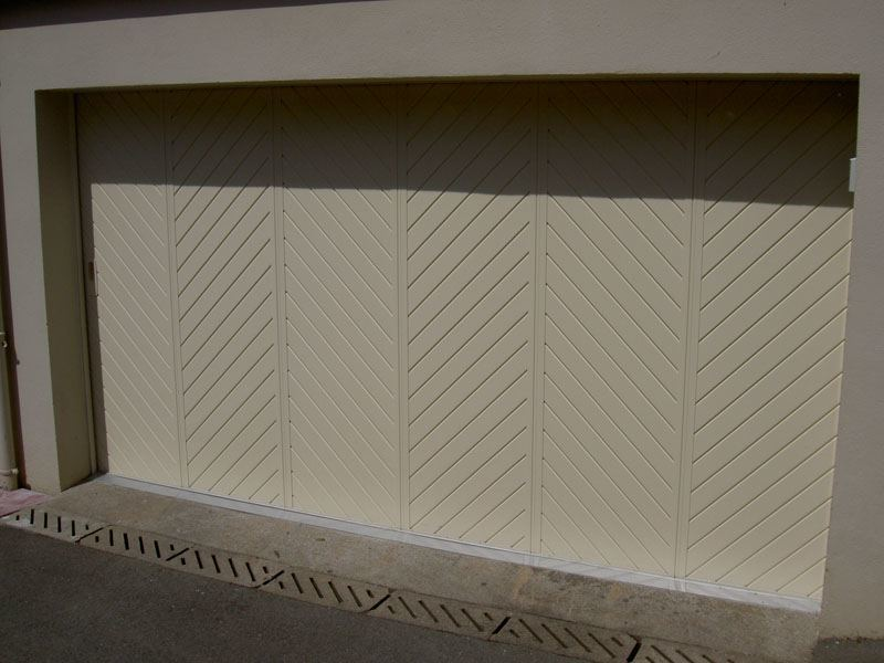 portail coulissant beige - pose menuiserie cholet