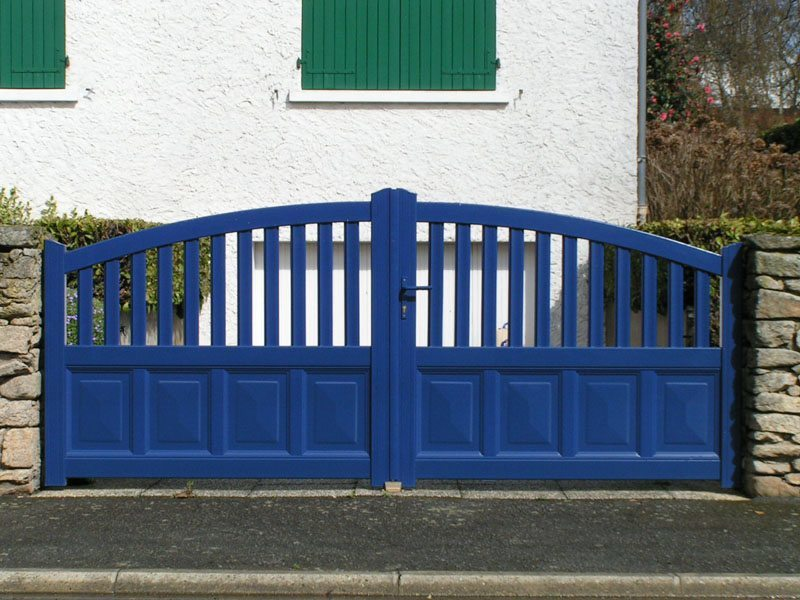 portail bleu - pose menuiserie 49