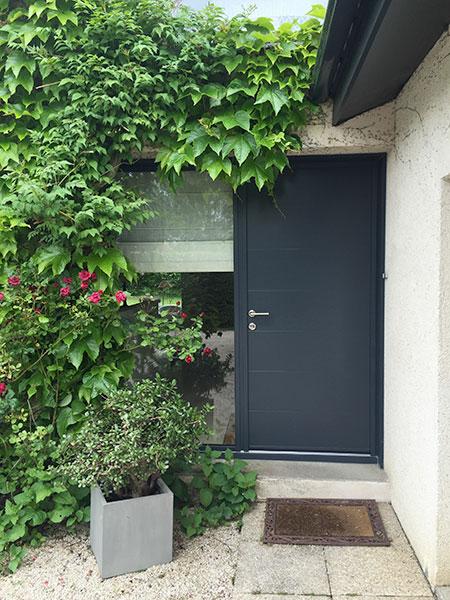 Porte d'entrée gris alu