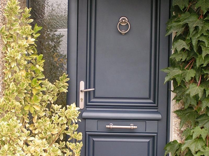 porte d'entrée en alu gris - menuiserie cholet