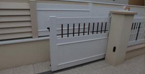 portail électrique coulissant blanc