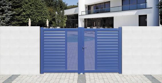 Portail bleu motorisé avec effet transparence