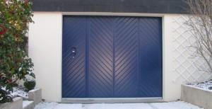 porte de garage battante bleue - pose et vente à cholet