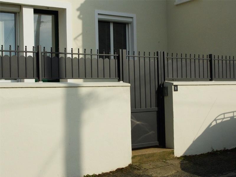 portique et cloture noir avec digicode