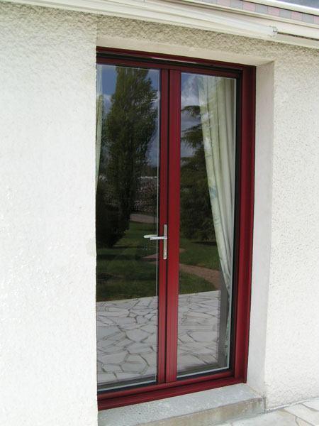 Porte fenêtre en alu rouge bordeau