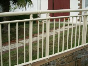 garde corps et barrière de protection terrasse blanche