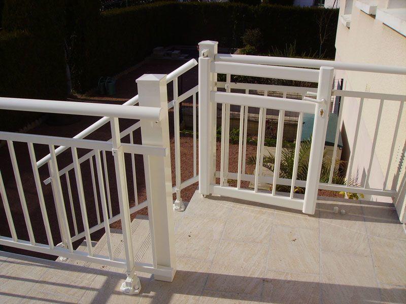 pose de barrière de protection terrasse blanche et portillon (cholet)