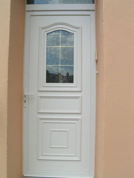 porte en PVC blanc avec fenêtre