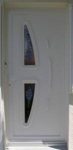 menuiserie à cholet - pose de porte d'entrée en PVC