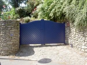menuiserie portail bleu aluminium