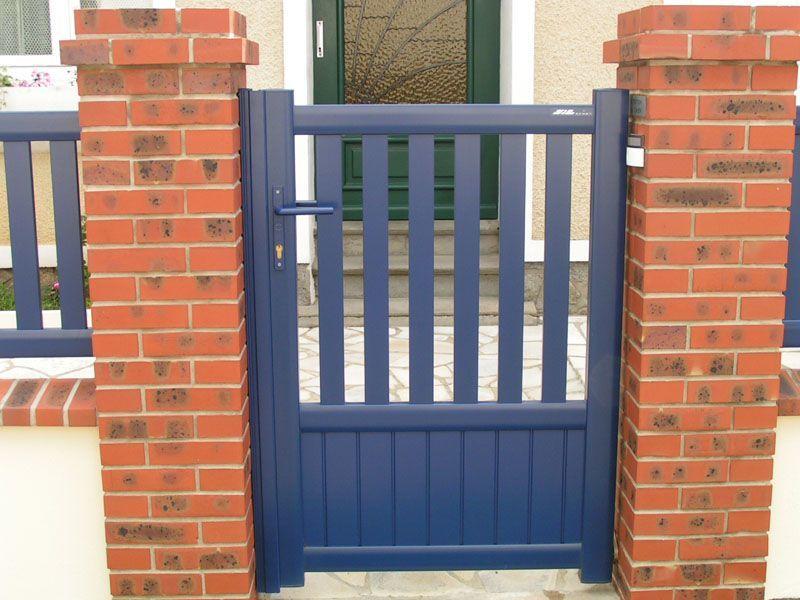 portillon en aluminium bleu