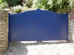 portail en alu bleu - menuiserie cholet