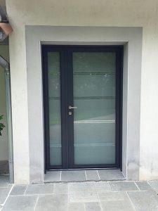 Porte d'entrée vitrée alu