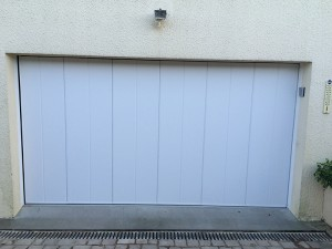 Porte de garage classique blanc avec digicode