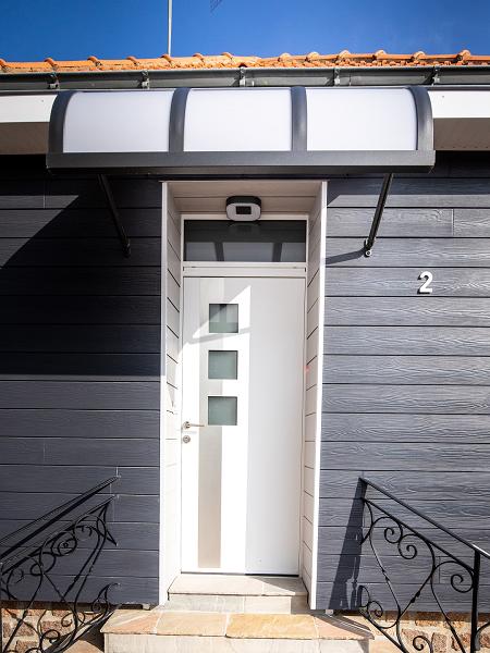 Porte d'entrée avec marquise cholet