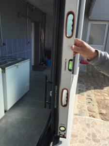 Vérification de fenêtre / baie, pvc , alu, aplomb, niveau